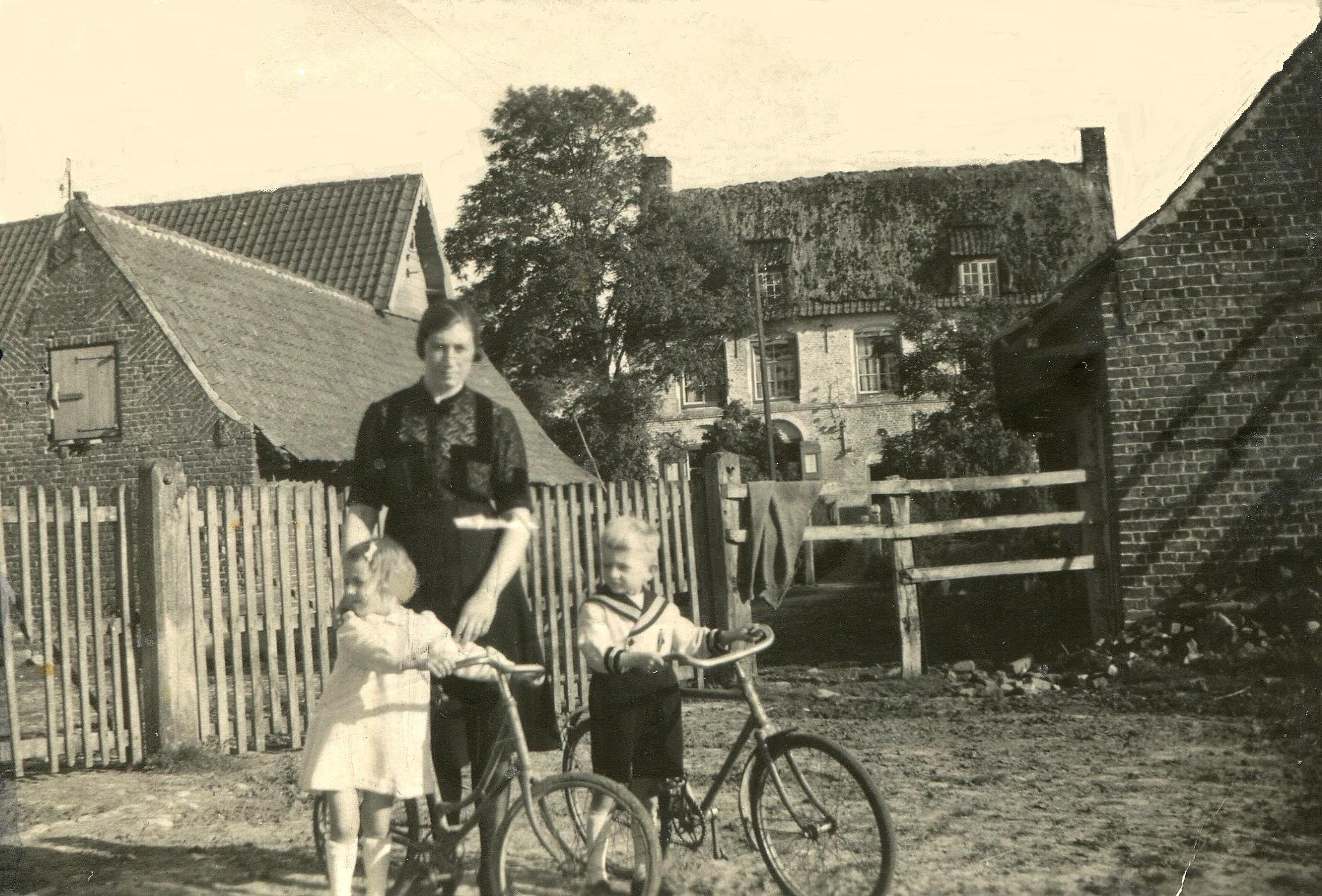 famille devant maison